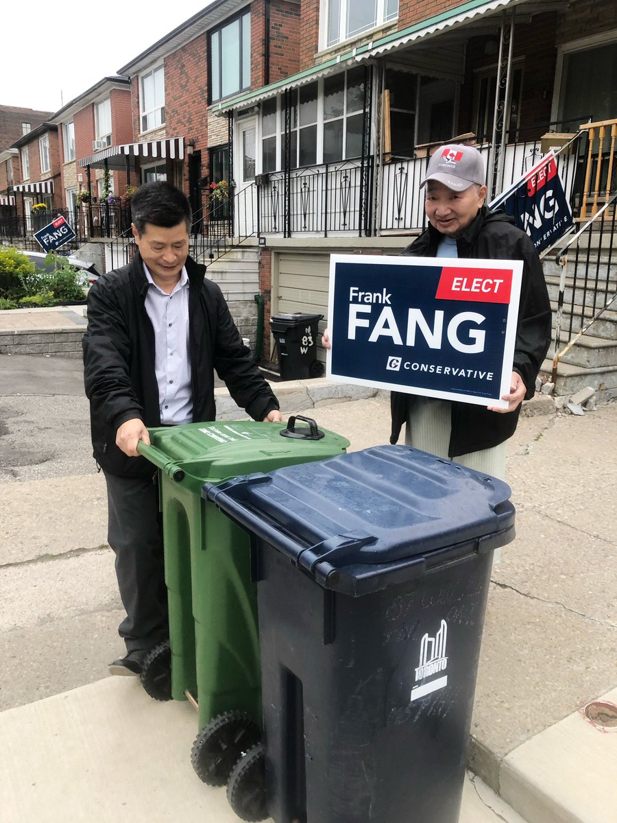 On garbage collection day, I had a great conversation with a senior constituent and listened to the problems he is facing. #Spafy #VictoryisKnocking @cpcvolunteer<br>http://pic.twitter.com/EvReN95Jew