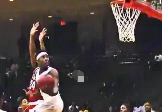 【影片】這也太帥了!美媒曬球員變向後空中轉體上籃