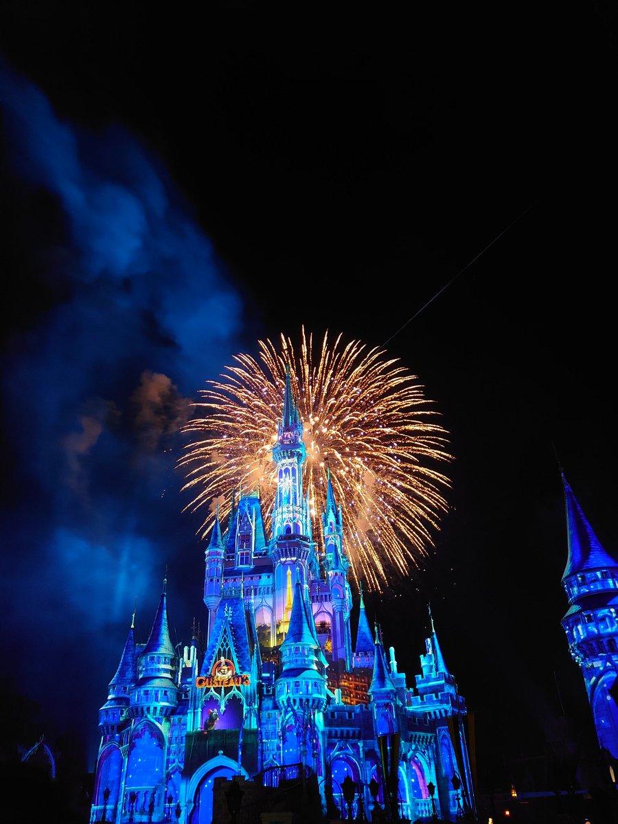 Absolutely sobbed my way through the fireworks @WaltDisneyWorld So happy! #WaltDisneyWorld  #happilyeverafter <br>http://pic.twitter.com/mla80F4BOD