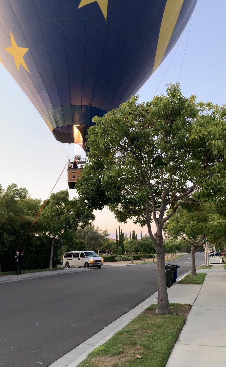 Hot air balloon makes emergency landing in residential neighborhood