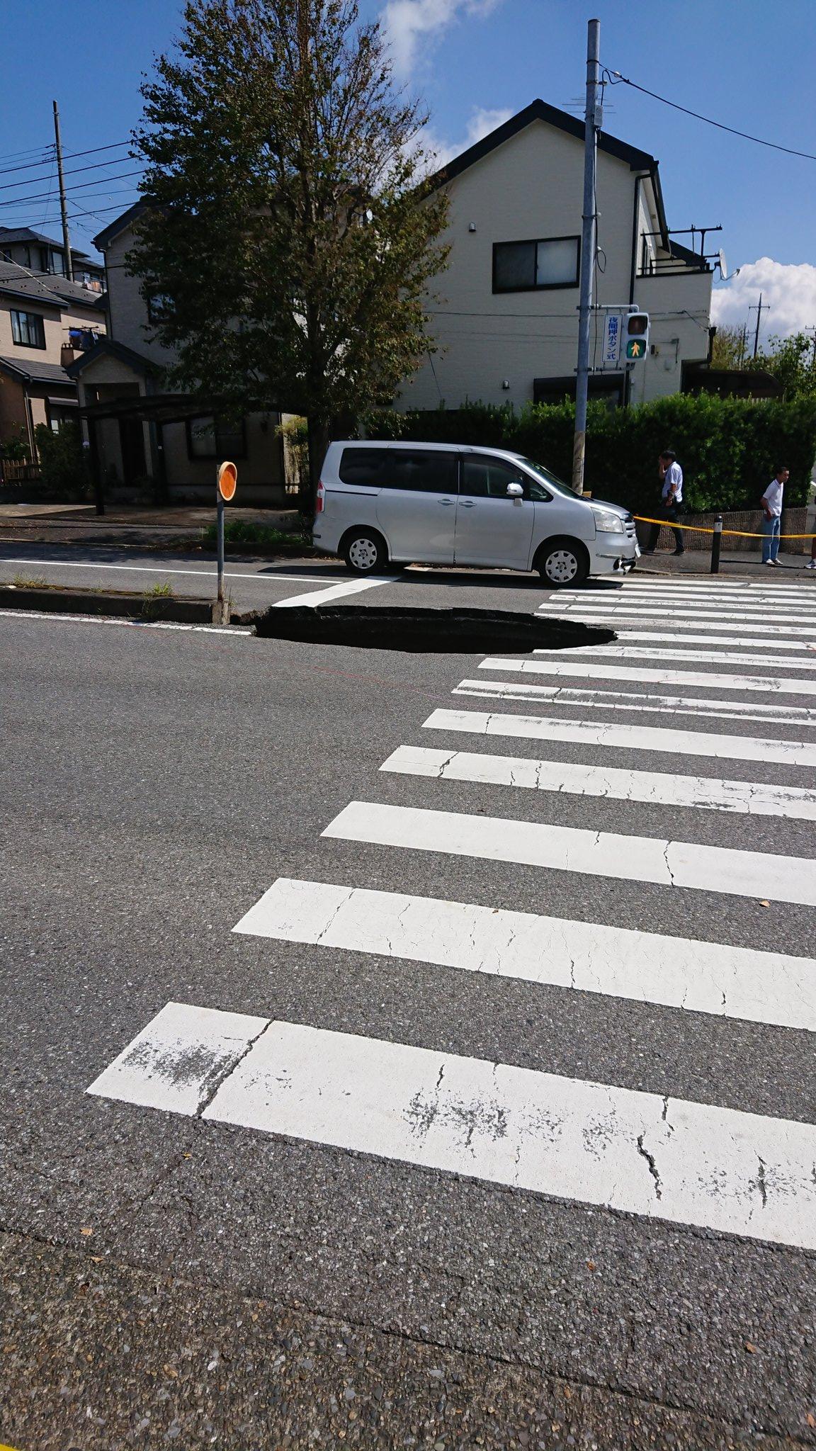 千葉市緑区の道路陥没現場の画像
