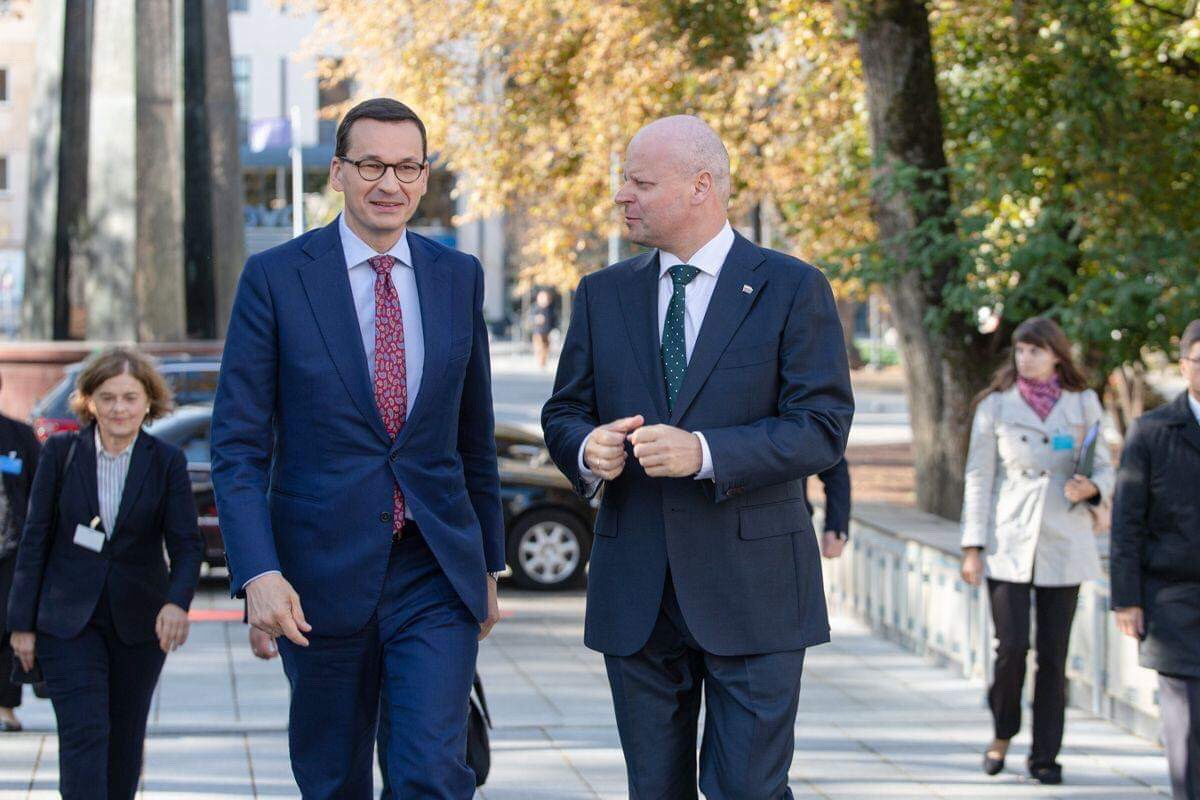 Happy to welcome my dear friend and colleague @MorawieckiM in Vilnius! Strong Polish-Lithuanian partnership is the key to secure and prosperous future of the Baltic region.