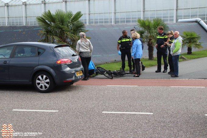 Twee gewonden bij dubbel ongeluk Poeldijksepad https://t.co/8Np35Gyju4 https://t.co/8Uo15LNIWt