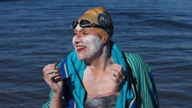 American cancer survivor swims across English Channel 4 times in a row to set new world record