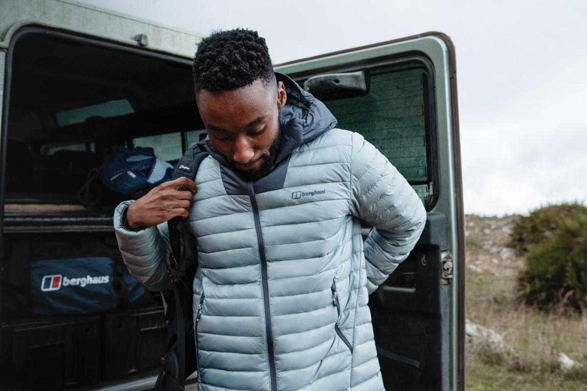 Snow, rain, winds, who cares? There's nothing stopping you in this super powered, ultra-warm Mens Finnan Reflect Insulated Jacket. Filled with hydrophobic Hydrodown®, that's treated with NikWax® so you'll stay warmer, even in wet weather. 🛒 - bit.ly/BerghausAW19-M…
