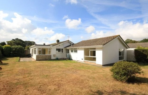 Newly Listed  3 bedroom bungalow in Highcliffe for sale  Situated in a prime location only a short distance to the village centre. A deceptively spacious, in a quiet cul de sac, with an impressive rear garden.   https://www. winkworth.co.uk/properties/126 14909/sales/crispin-close-highcliffe-christchurch-bh23/HIG190107  …  <br>http://pic.twitter.com/tMajBTq3OE