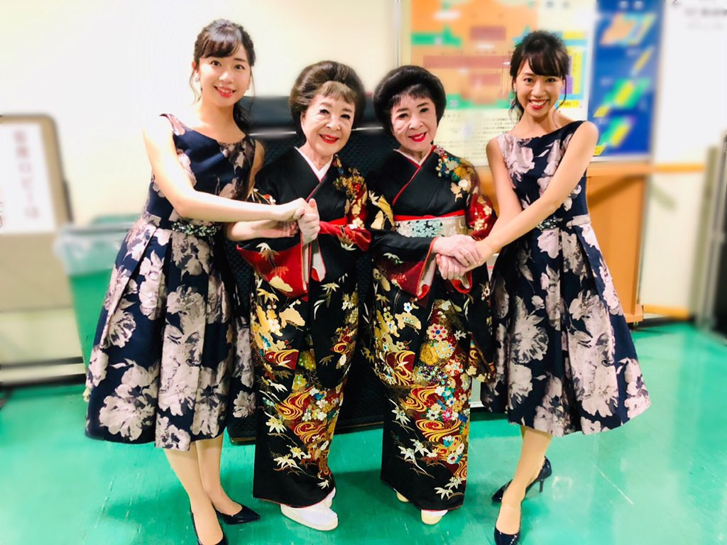 《#うたコン》ご覧くださった皆様ありがとうございました💕双子としても歌手としても大先輩のこまどり姉妹さんと一緒に「ソーラン渡り鳥」を歌わせていただきました☺️中村雅俊さん、AKB48の向井地美音さん・岡田奈々さんとパシャリ📷✨🔻アメブロに詳細を書きました🔻