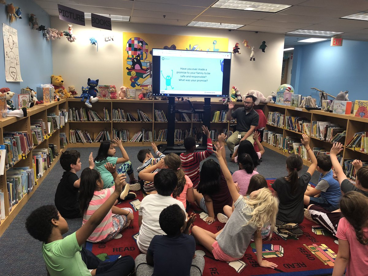 The wonderful Mr. Tien teaching our 4th grade students about Digital Citizenship! 🦁💻⌨️<a target='_blank' href='http://twitter.com/L_BLibrary'>@L_BLibrary</a> <a target='_blank' href='http://twitter.com/APSVirginia'>@APSVirginia</a> <a target='_blank' href='https://t.co/HsKlyEBMoe'>https://t.co/HsKlyEBMoe</a>