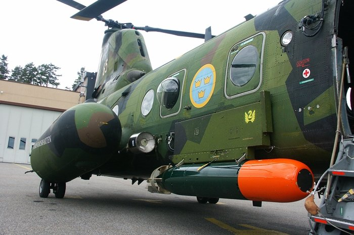Swedish Hkp-4 anti submarine helicopter with PS-864 radar, 3 Sjunkbomb 51 anti submarine bombs & 1 Torped 45 anti submarine torpedo, it also adds other electronic devices, like the Israelis, the Swedish are also very transformative weapons talent. <br>http://pic.twitter.com/tlTTWfg8U6