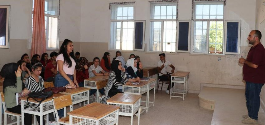 Yesterday, over 4.2K schools opened  in NE Syria for over 500K students to begin the school year. This is possible by #SDF & Coalition. We focus on the future, but our diplomas aren't recognized outside NE Syria. We need intl help with school & university accreditation. @UNESCO<br>http://pic.twitter.com/QkLHFRrDP8