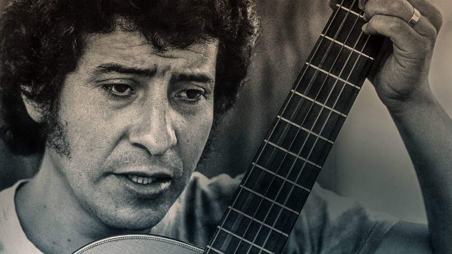 🎙 Podcast Crónica Estéreo   ¿De qué hablamos cuando hablamos de música chilena? Desde la marginalidad geográfica y social, desde la melancolía y la añoranza, identificamos un sentimiento popular que ha permeado la música nacional bit.ly/2kQiMOH