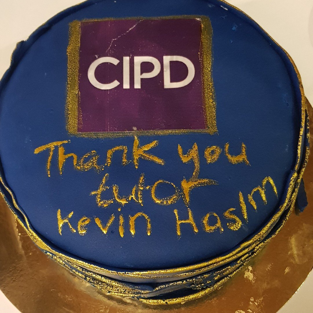Check out this fantastic cake from our Saudi Arabia students! I think theyve been inspired by the #GBBO. @CIPD What do you think?