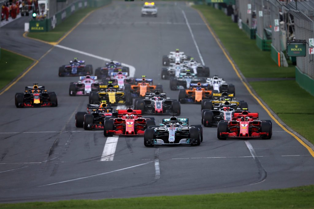 In #Formula1 qualcosa cambierà. A cominciare dai soldi: ci sarà un abbassamento dei costi attraverso l'introduzione di un budget cap e l'adozione di componenti standard (ma l'idea non piace a tutti) https://tinyurl.com/yyte8f7r