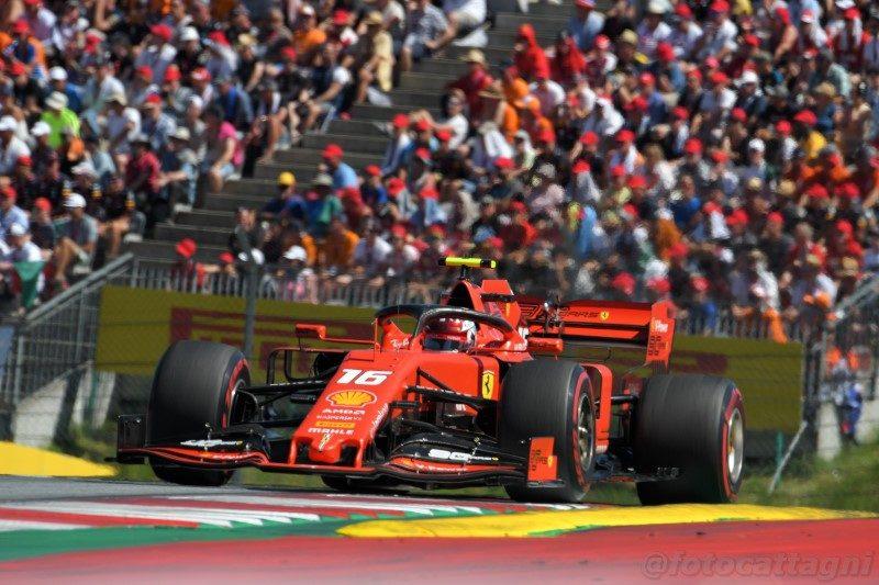 """Una novità che potrebbe arrivare già l'anno prossimo: la """"qualifying race"""" al sabato. In pratica si disputerebbe una mini-gara il cui ordine d'arrivo determinerebbe la griglia di partenza della corsa vera e propria #Formula1 #F1 http://tinyurl.com/yyte8f7r"""
