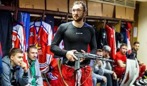 El equipo de hockey que regala a su mejor jugador una AK-47 https://t.co/OvqtJW0PA1 https://t.co/qWM3w6A3ep