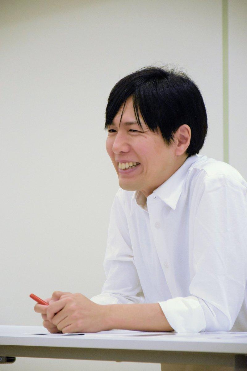 【News】神谷浩史が青二塾東京校で初めて、特別講義を行いました。26年前の塾生時代に感じた事や自分の仕事に対する向き合い方などを真剣に伝えてくれ、予定時間を延長しても後輩の塾生たちの質問に丁寧に答えていました。神谷浩史の話は、塾生たちの心に響いていたようです。#青二塾