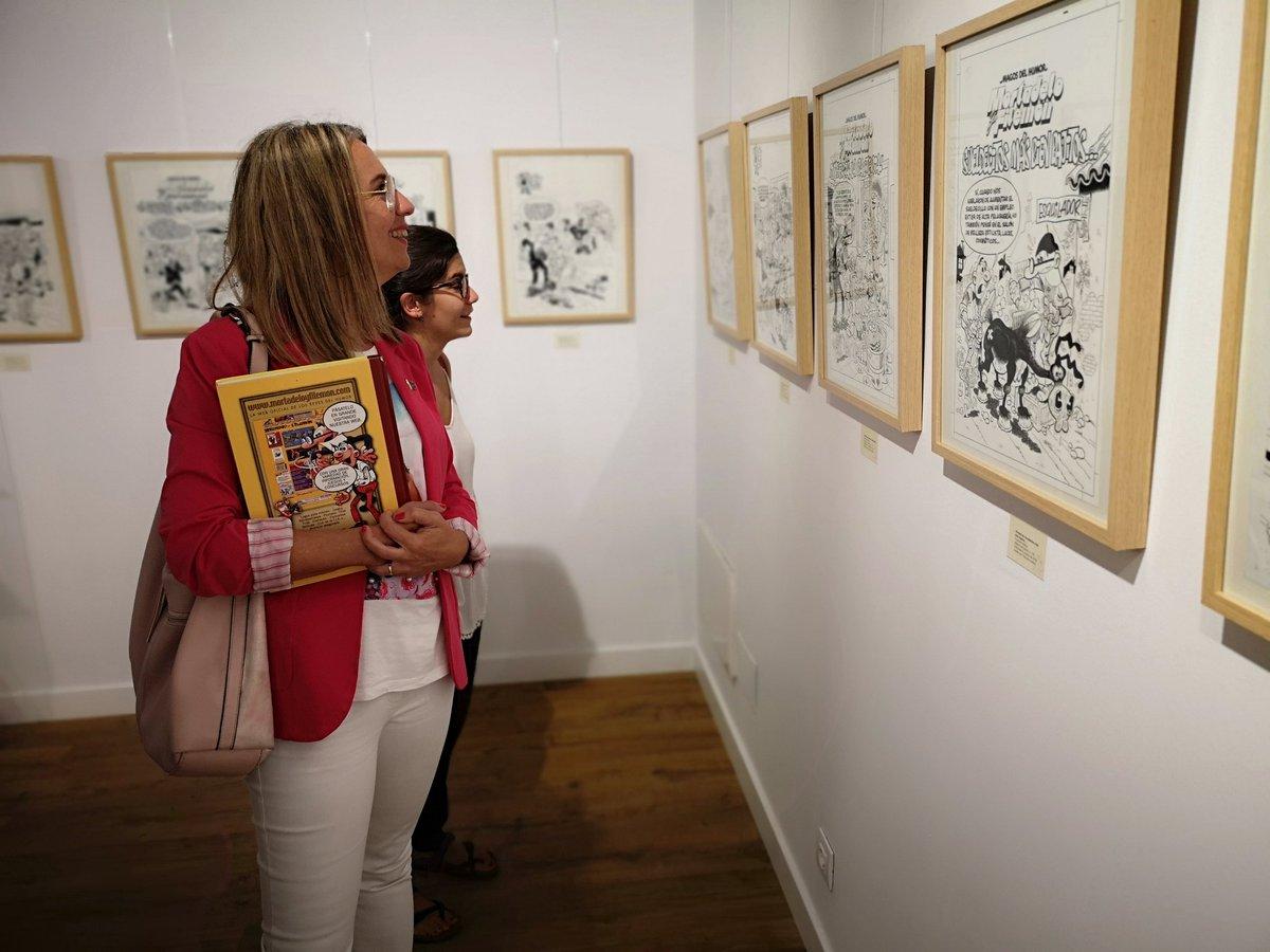 L'alcaldessa @mireiaingla visita l'exposició de Francisco Ibáñez al Museu del Còmic de #Santcugat. Es podrà visitar fins al 12 de gener. No us la podeu perdre!