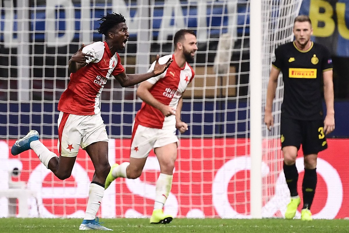 We have our first Nigerian scorer in this season's #UCL   Peter Olayinka scores to give Slavia Praha the lead against Inter at San Siro.  Opta says he's the 1st Nigerian to score on his #ChampionsLeague debut since Yakubu Aiyegbeni in September 2002.  Flying Start <br>http://pic.twitter.com/9ct8Z25CcQ
