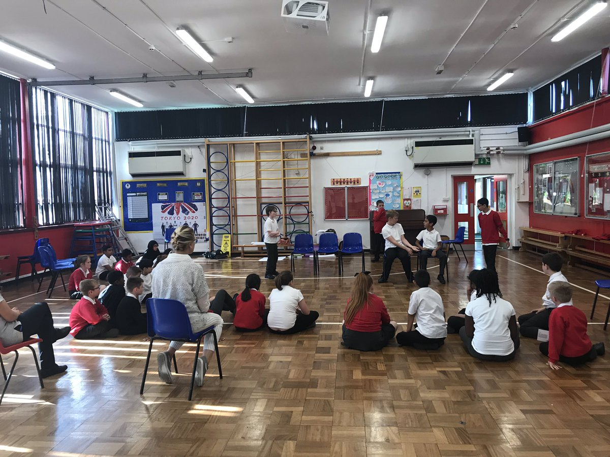 A day well spent with @Abigailnaomic at Castleton Primary School, Rochdale working with Yr6 students on the #SmallSteps project for @peacefoundation Today's highlight was watching a group introduce the character of a class frog into their performance 🐸 #Creativityiskey