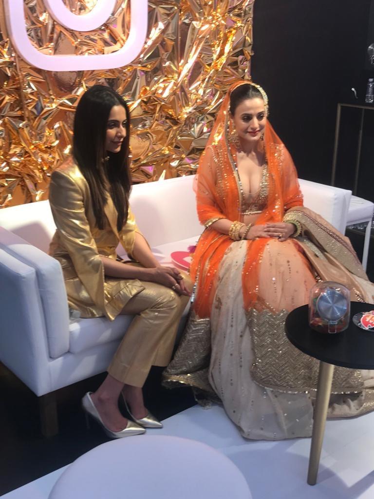 """Amisha Patel Nangi Photo ameesha patel's tweet - """"backstage @iifa with the sweet"""