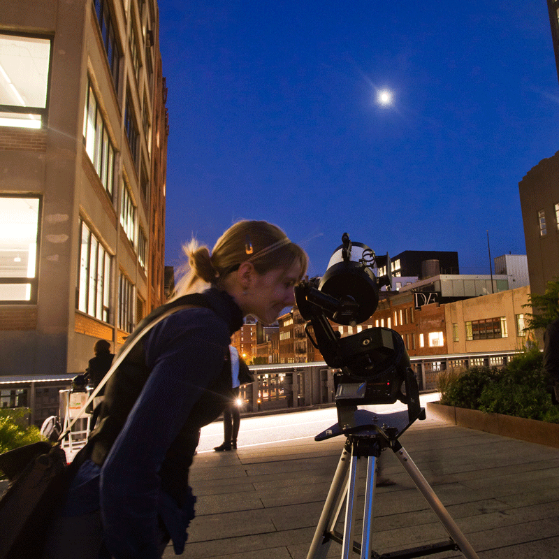 Tonight's a perfect night for #stargazing with members of @AAAdotORG! Starting at dusk, join us on the High Line at Little West 12th Street—Jupiter and Saturn should both be visible. It's free to attend & no RSVP is needed.  Learn more:  http:// bit.ly/2JJefWR      #ThingstodoinNYC <br>http://pic.twitter.com/k0H4ikNadn