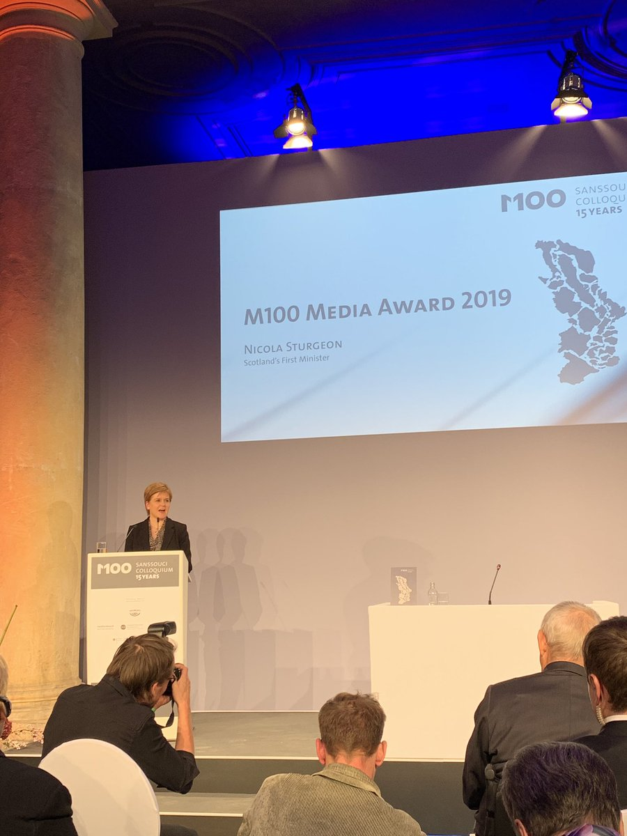 """We should have the opportunity to become an independent country and EU member in our own right"" says @NicolaSturgeon First Minister of #Scotland @M100Colloquium @PNN_de #Brexit"