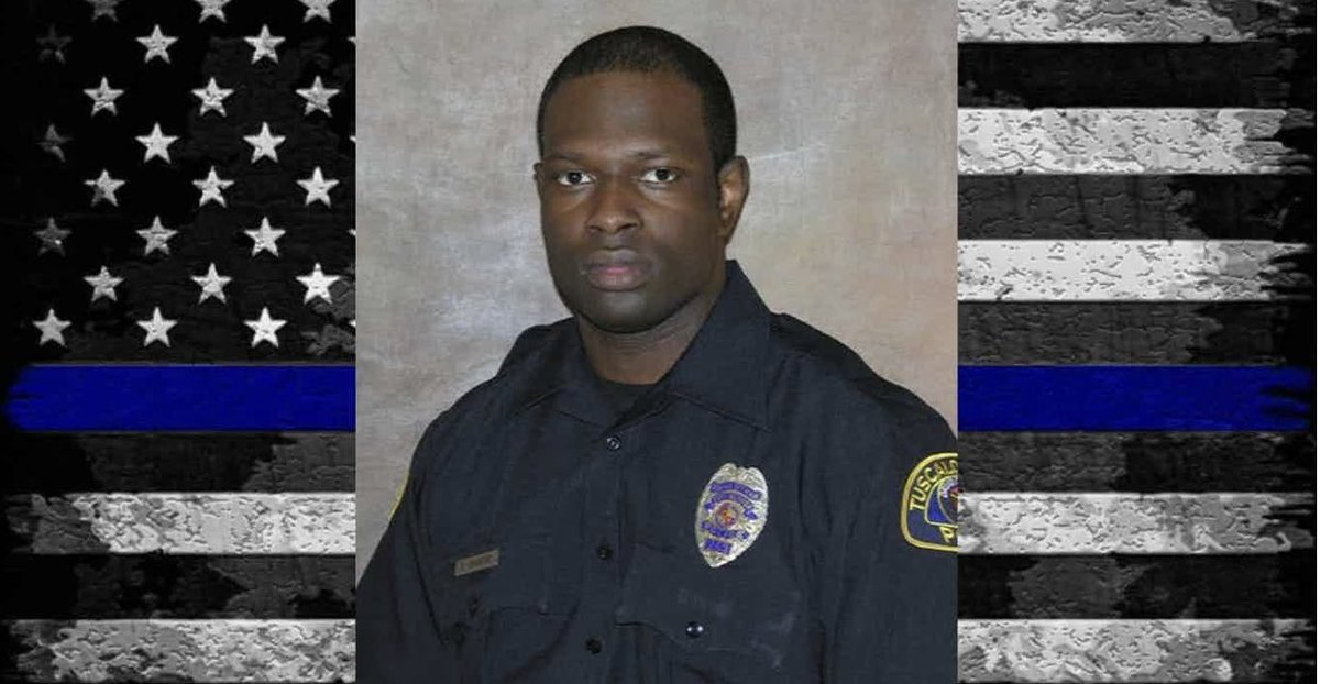 Rest In Peace Investigator Dornell Cousette of @TuscaloosaPD who was shot & killed in the line of duty on 9/16/19 while trying to apprehend a suspect wanted on a warrant. Please retweet to honor him 💙😞🙏🏼#BlueLivesMatter #BackTheBlue #StopKillingUs #EnoughIsEnough https://t.co/RMOocbMefT