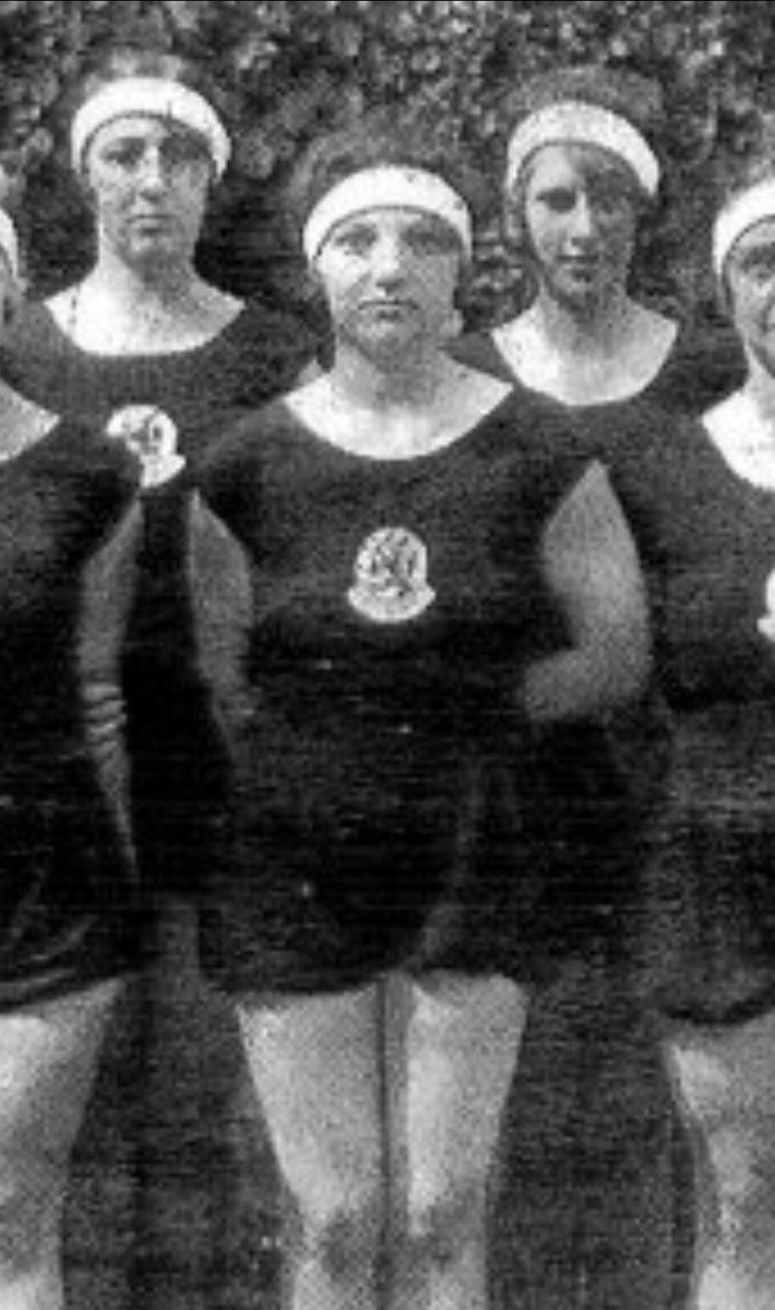 17 September 1943 | Stella Agsterribe, a Dutch Jewish athlete, a gold Olympic medal winner in 1928 with the Dutch gymnastics team, was murdered in #Auschwitz together with her husband Samuel Blits and their six-year-old daughter Nanny and their two-year-old son Alfred.