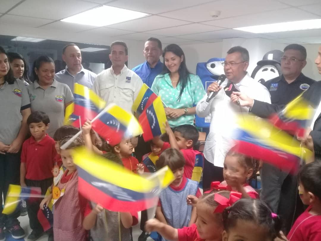 #EsNoticia | El Vicepresidente @NéstorReverol realiza este #17Sep un recorrido a las inmediaciones del CEIN Generalísimo Francisco de Miranda, espacio recuperado por el Gobierno Bolivariano para brindar educación a los niños y niñas, hijos de los funcionarios del @MIJPVenezuela.