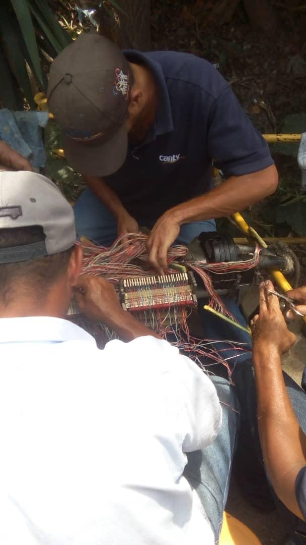 #Ahora #17Sep Cuadrillas técnicas de #Cantv inician trabajos para restituir servicios de telecomunicaciones a 900 suscriptores, residenciales y comerciales, del sector UD2, parroquia #Caricuao #Caracas #DiálogoPorLaPaz