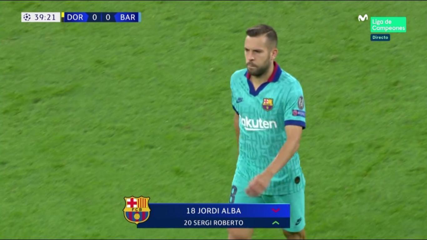 Jordi Alba se retiró lesionado del estadio del Borrusia Dortmund.