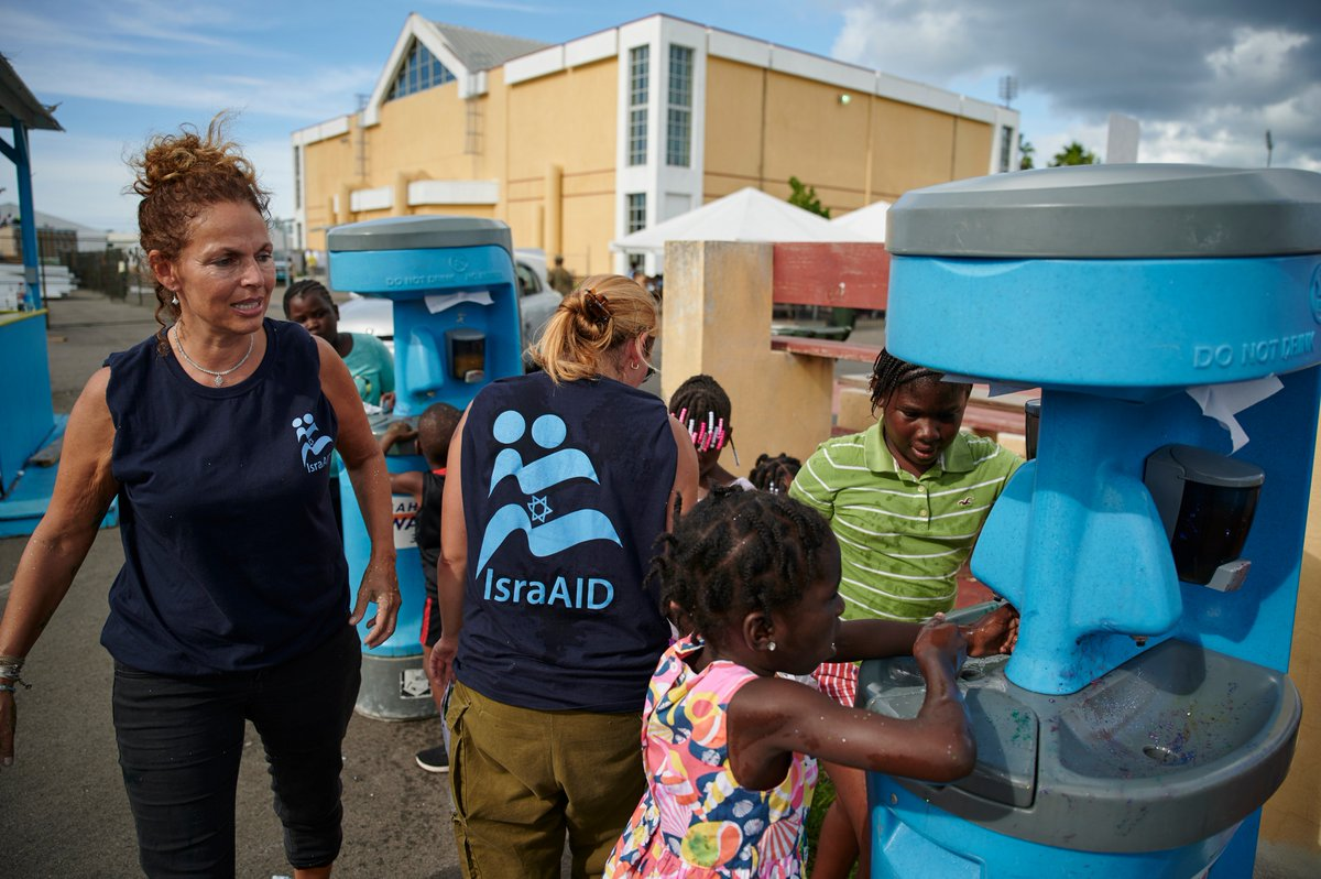 🇧🇸 Children who have been evacuated in the aftermath of #HurricaneDorian participate in activities organized by @IsraAID, @UNICEF partner organization, at the Kendal G.L. Isaacs National Gymnasium in #Nassau, the largest shelter run by the Government.