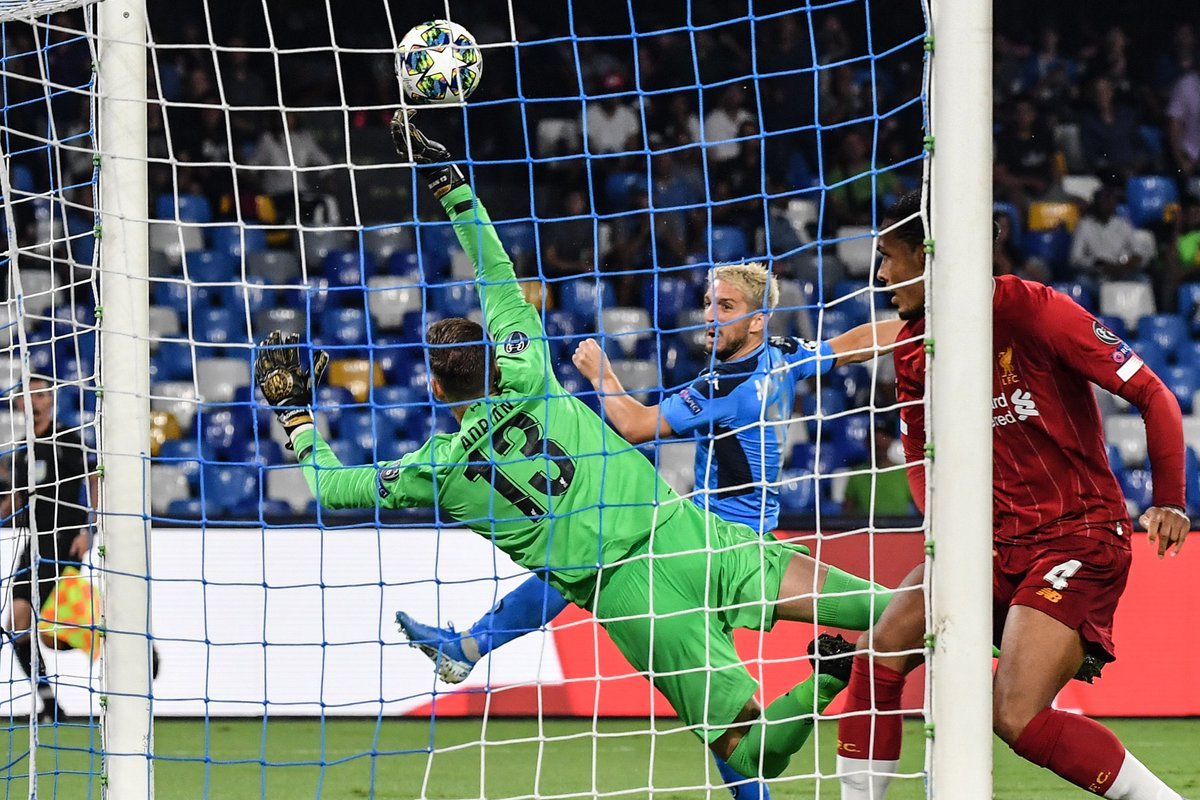 🙌 Brilliant save from Adrián to block Mertens volley!  #UCL