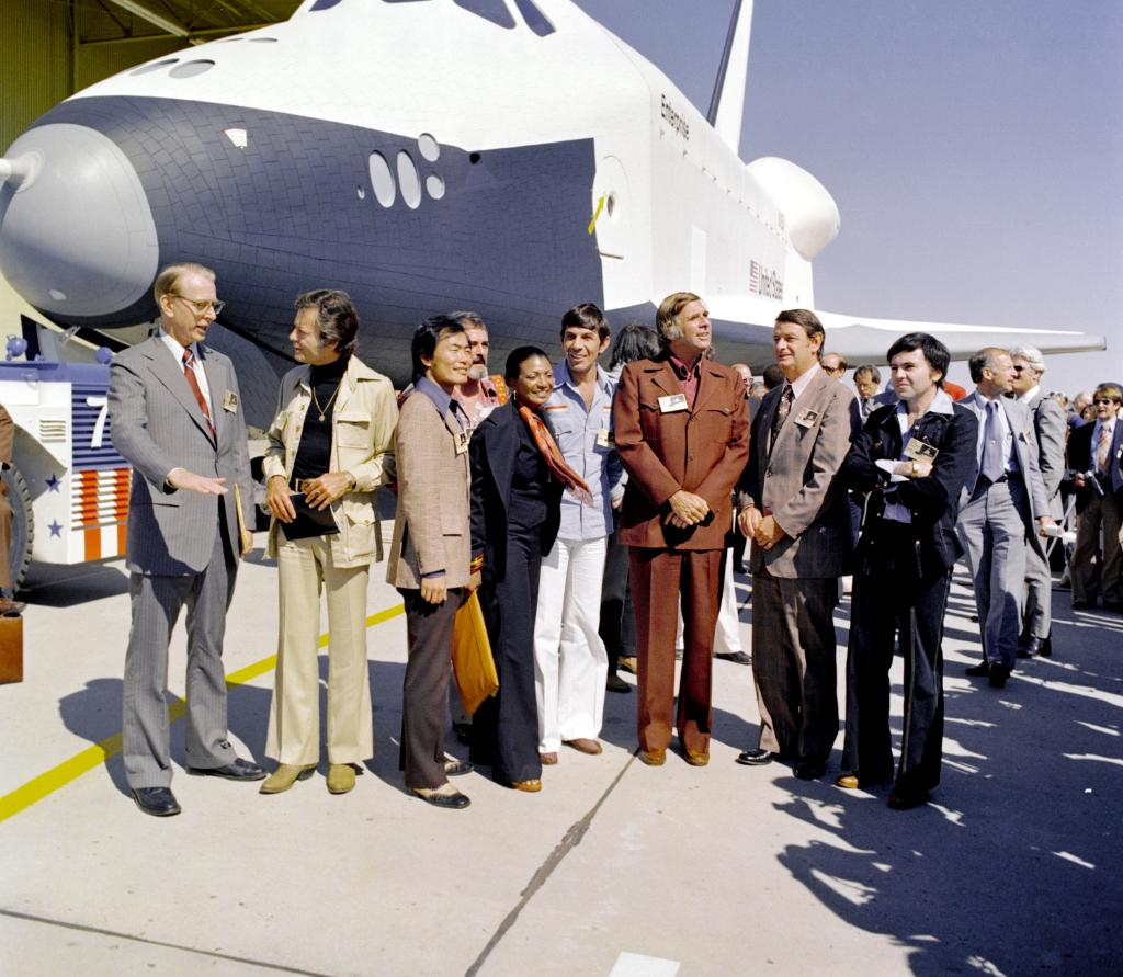 """#OTD in 1976, the Space Shuttle Enterprise was first unveiled! Originally planned to be named """"Constitution,"""" it was eventually named after the fictional Starship Enterprise. And who better to help celebrate the roll-out and name announcement than the @StarTrek cast themselves?<br>http://pic.twitter.com/wTYO6e5YRN"""