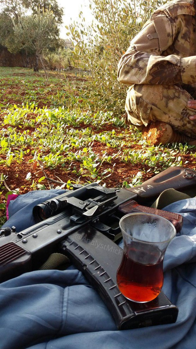 Rebel fighter in #Idlib with a Russian Izhmash 1984 Plum AK-74 equipped with a BelOMO PK-01 RDS and tea. <br>http://pic.twitter.com/k3UW6IvXgO