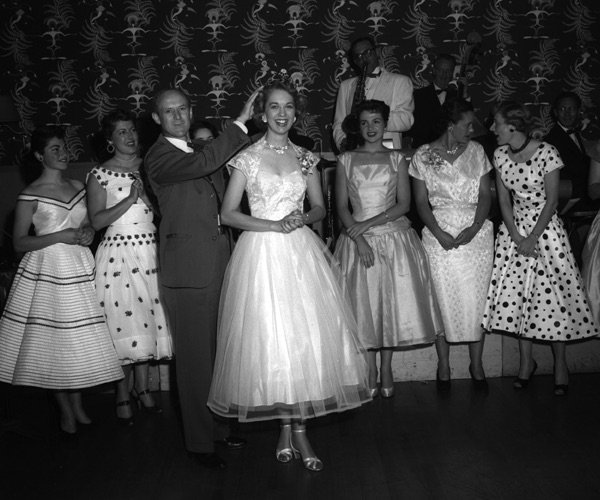 @WTPlant @MaryRobinette This rates up there with the Miss Guided Missile pageants JPL had in the 1950s More here from @Pillownaut: pillownaut.com/beauty/pageant…