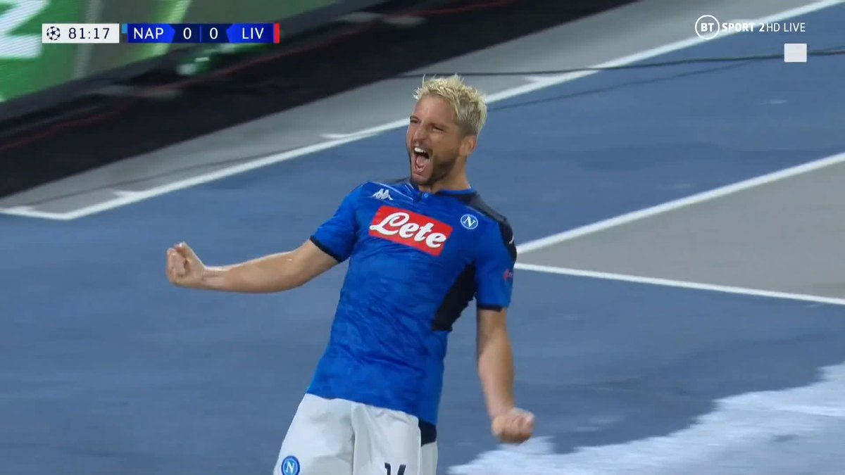 This could be a big moment in Group E... 👀Jose Callejon wins a penalty, Dries Mertens dispatches it to put Napoli 1-0 up.Harsh? Or correct call? 🤔