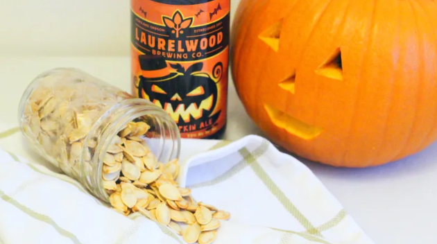 Beer brined pumpkin seeds? Here for it.  https:// hubs.ly/H0kMgN40    <br>http://pic.twitter.com/S4N8f9AZDR