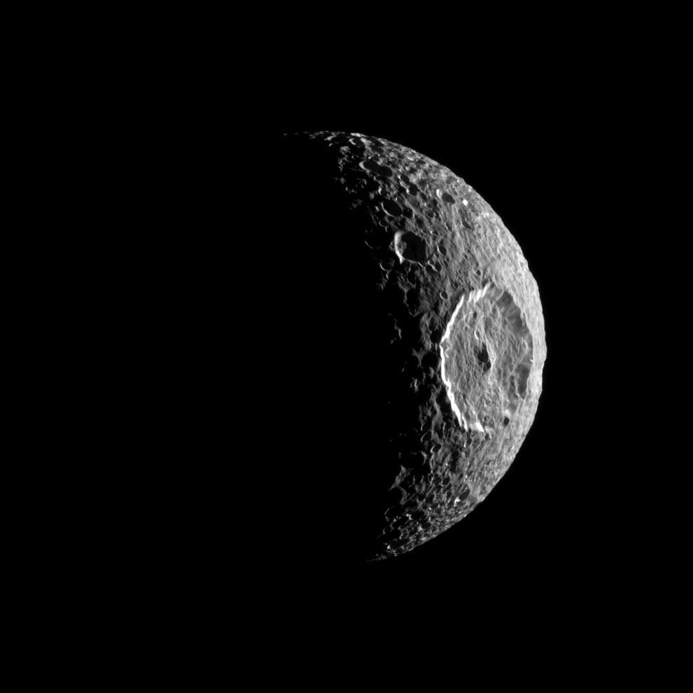 Unaware he would eventually be responsible for countless Star Wars jokes, 230 years ago today astronomer William Herschel discovered Saturn's moon Mimas. (Yes, it IS a moon. We checked.) Meet Mimas: go.nasa.gov/30mk5nv