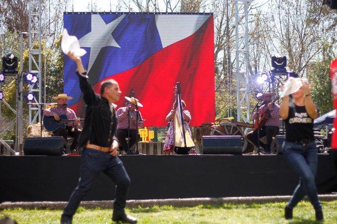 🇨🇱 @QuePasaCL   Fiestas Patrias: ¿cuál es el principal símbolo patrio para los chilenos? bit.ly/2V5aZdQ
