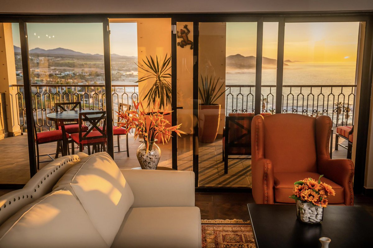 We are excited to announce the official opening of @VistaEncantadaR. Vacation in luxury with us <br>http://pic.twitter.com/1Y1wGEhWPn