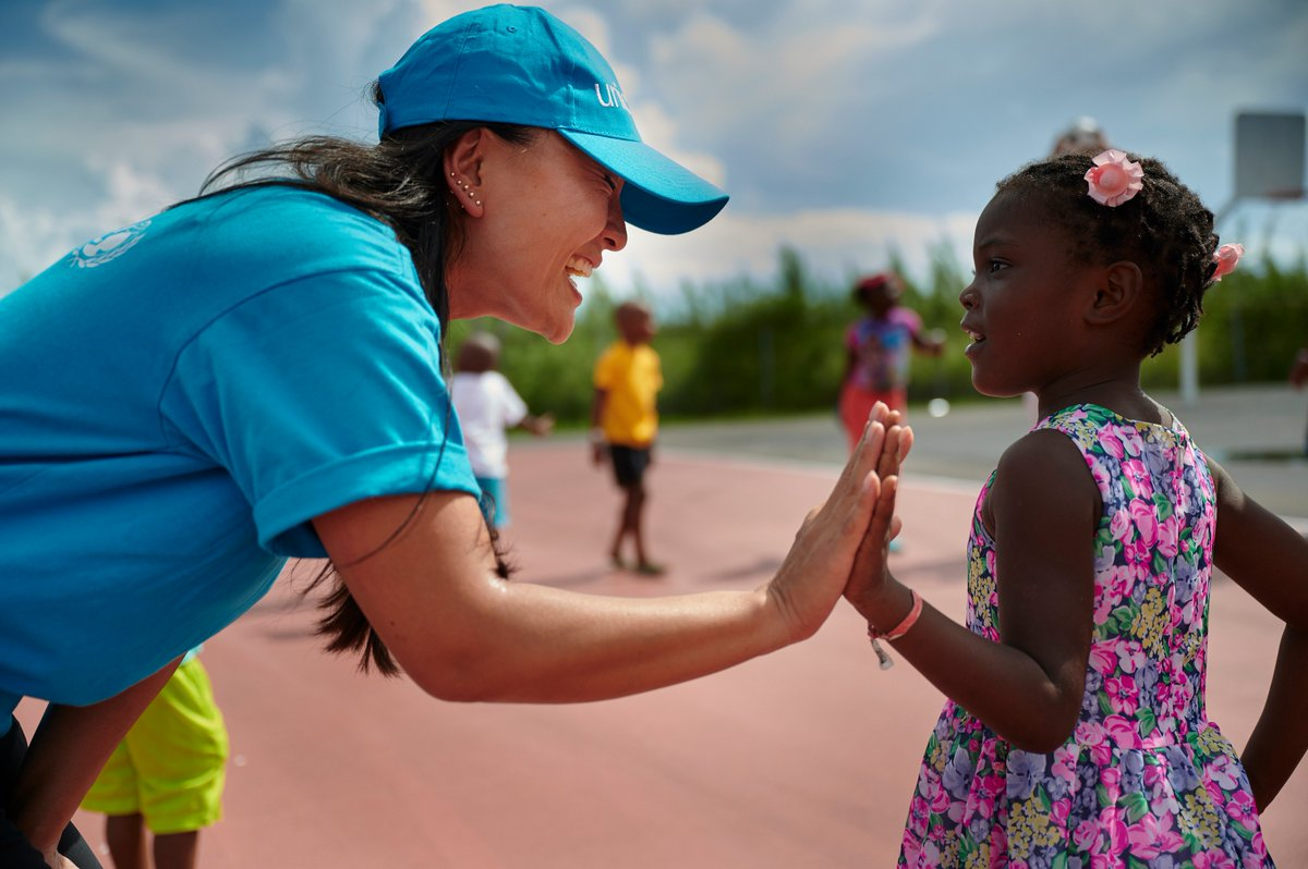 🇧🇸 These daily activities are facilitated by @IsraAID with the aim to provide psychosocial support to 👶🏼👧🏻 affected by #HurricaneDorian, as part of a joint programme between @UNICEF, the Social Services of the Government of the Bahamas and IsraAID, with support from @nemabahamas.