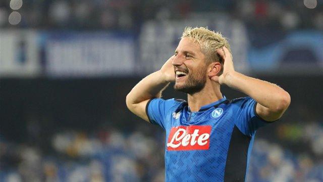 RT diariosporTV: #UCL 🏆 | #NAPLIV ⚽   💥 Mertens marcó de penalti el primer gol del Nápoles ante el Liverpool  ▶️ http://bit.ly/2V5DFU2