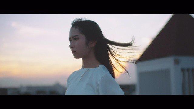 日向坂46の3期生・上村ひなの、何かに導かれるかのように踊りだすソロ曲MV(動画あり) https://t.co/Fo5hWGiQdc   #日向坂46 https://t.co/MiSLn3NqSc
