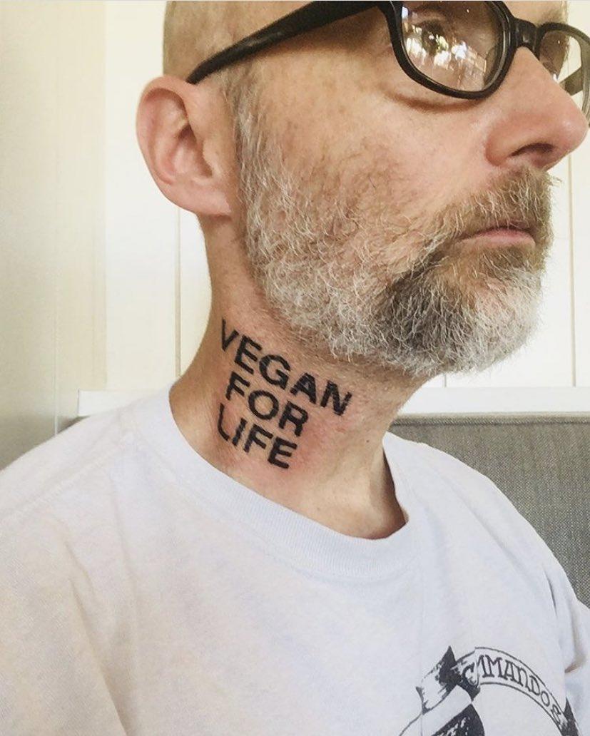 Tato baru di leher Moby @thelittleidiot. Reply dengan tato unik lain atau punya kalian? 😀 #BillboardID #Moby https://t.co/aiOkNjBaZC