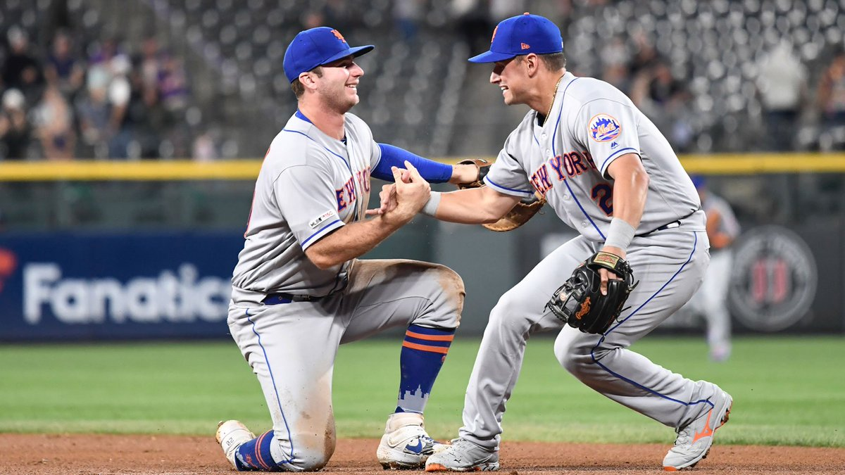The only way to celebrate a W.  Arm wrestling. #MetsWin <br>http://pic.twitter.com/w8ypww9hAW