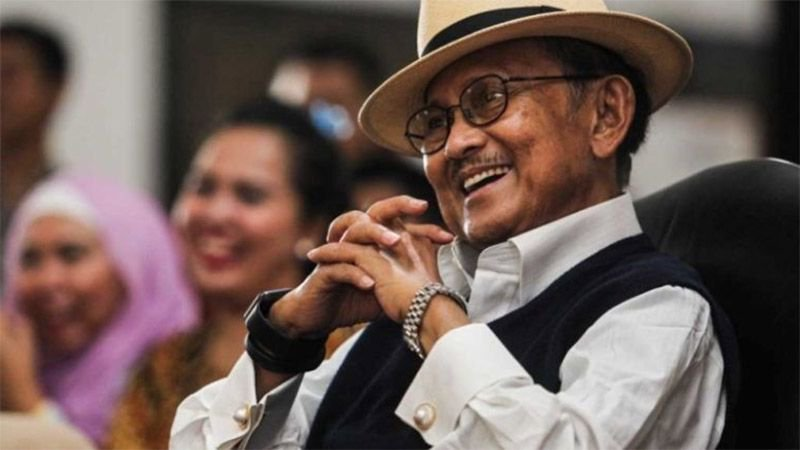 🇮🇩 Some people are born to greatness. Others make it themselves. The late President Professor Dr Ing Bacharuddin Jusuf Habibie was one of these others.https://buff.ly/2LzJ0iY#habibie #bjhabibie #habibie #RIPBJhabibie #pakhabibie #BJHabibieWafat