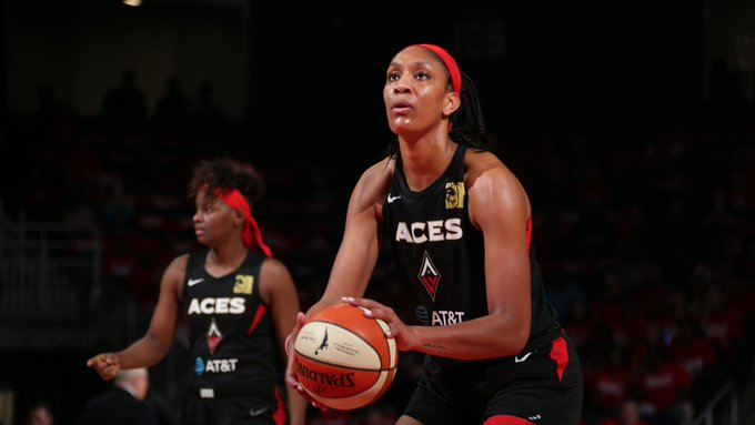 HALFTIME: @LVAces 57 - @WashMystics 50   A. Wilson has 15 PTS, 3 REB for LVA E. Delle Donne has 12 PTS, 4 REB, 4 AST for WAS  #WNBAPlayoffs on ESPN2 �
