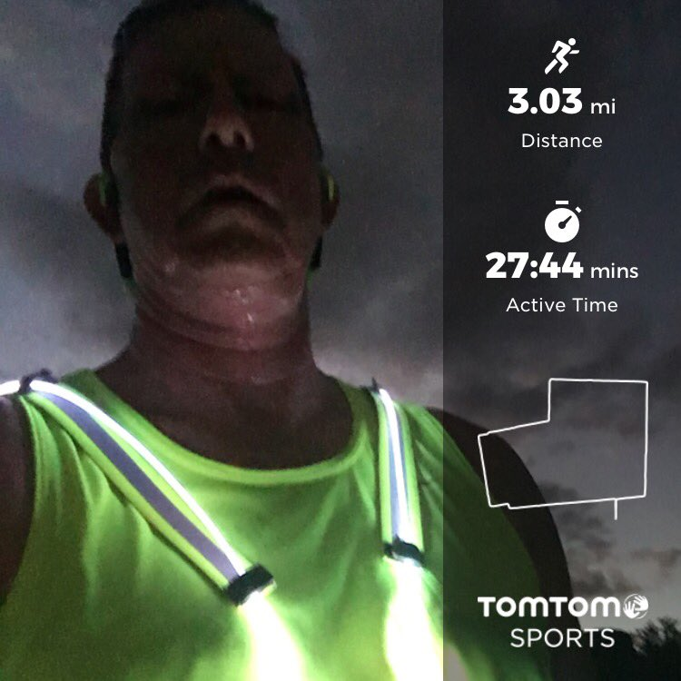 3.03 miles tonight.... wearing my @noxgear_nation #tracer360 and @knuckle.lights #noxgear #tracer360 #knucklelights #nuunlove #nuunlife #nuunhydration #teamnuun<br>http://pic.twitter.com/m0NlHn427j