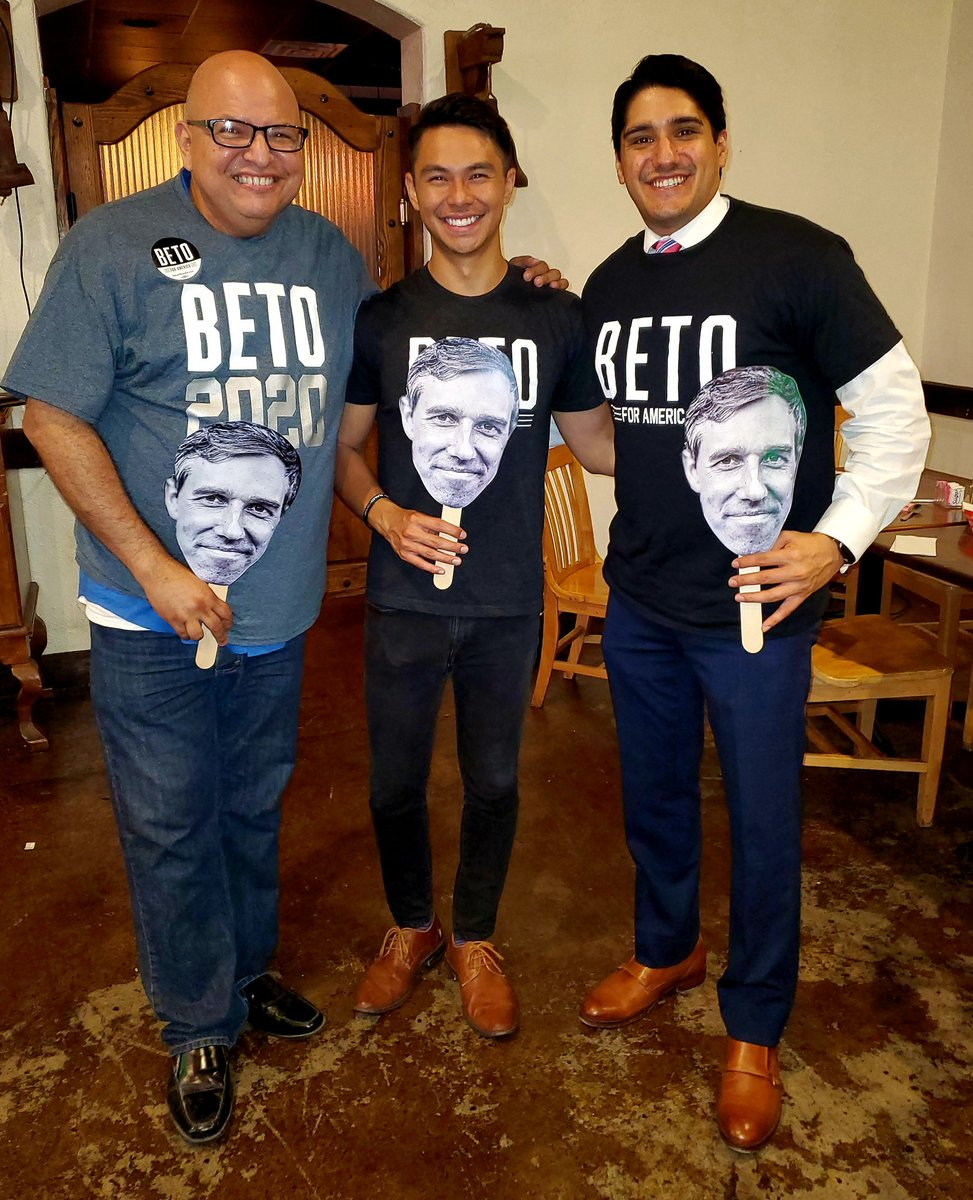 Supporting @BetoORourke w/ Chu de León (Staff) & @Carlos Galvan @ our 1st Organizational 2020 meeting tonight! 💙🇺🇲🎉 #BetoForAmerica #Beto2020